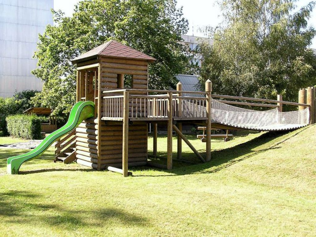 Natural materials and simplicity for children's play