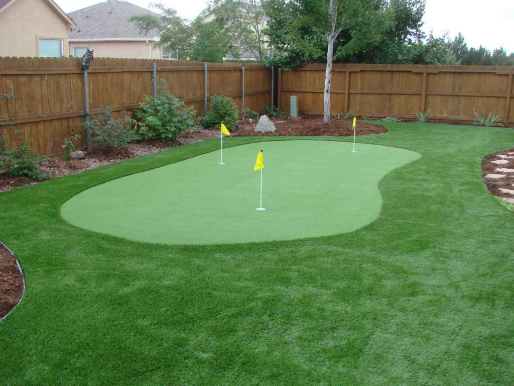 Patting green with artificial turf for training