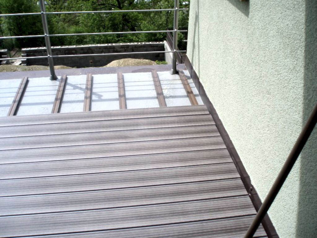 Terrace made of artificial profiles