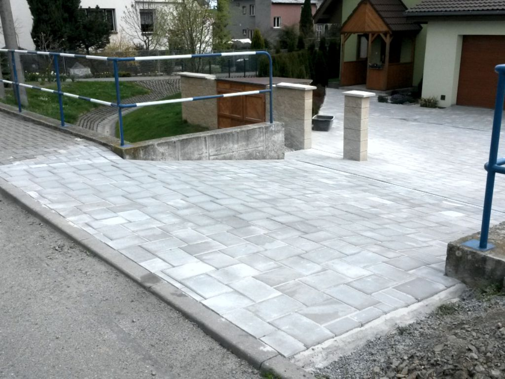 Entrance to the house paving larger format