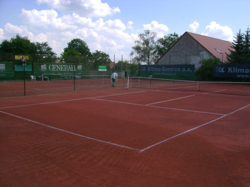 Establishment of tennis courts on quality clay