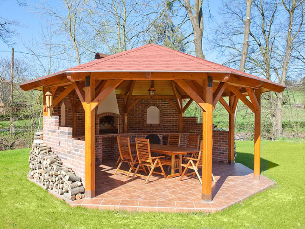 Relaxation gazebo at the back of the garden for celebrations