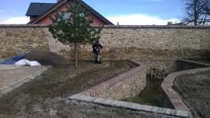Příprava půdy zakladačem trávníku