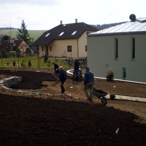 Preparation of the site under a sown lawn