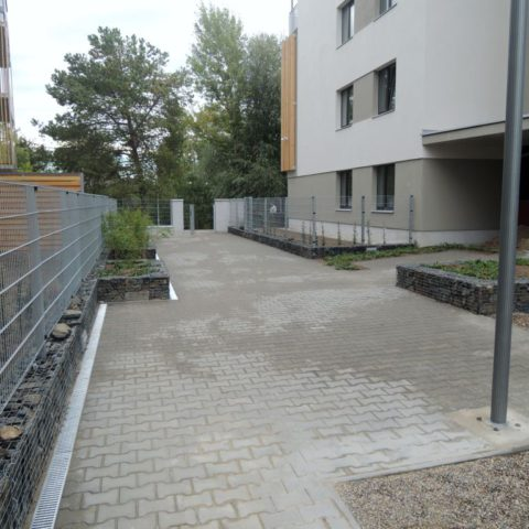 Gabion walls under the fence and for new plantings in Lysá nad Labem