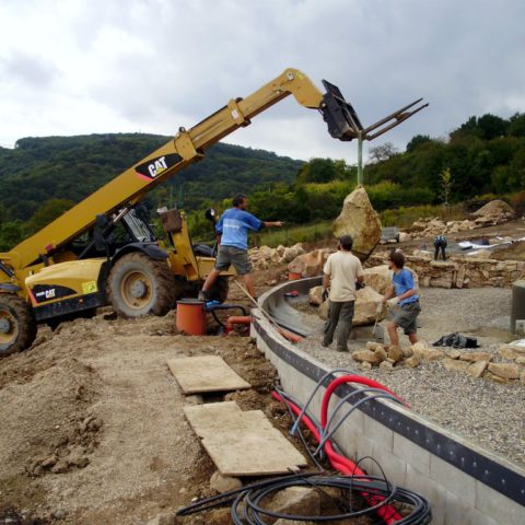 Handling of stones weighing up to 4 tons - biotope realization